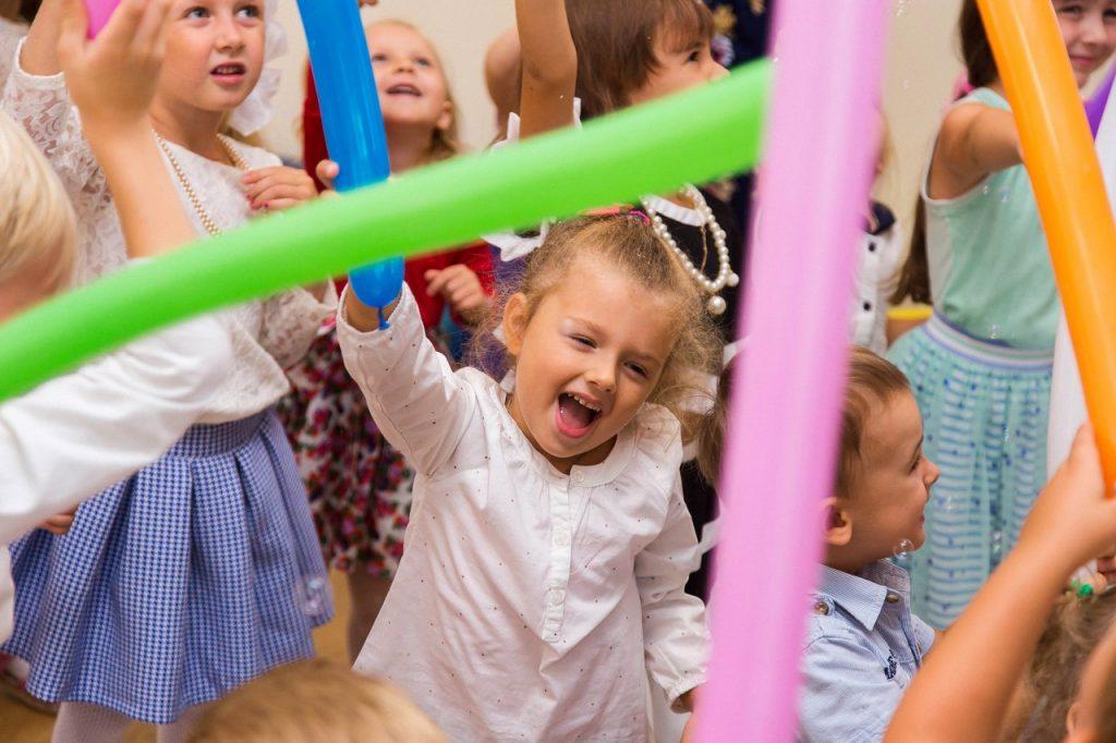 """Детки веселятся на празднике в садике """"Тет-А-Тет"""""""