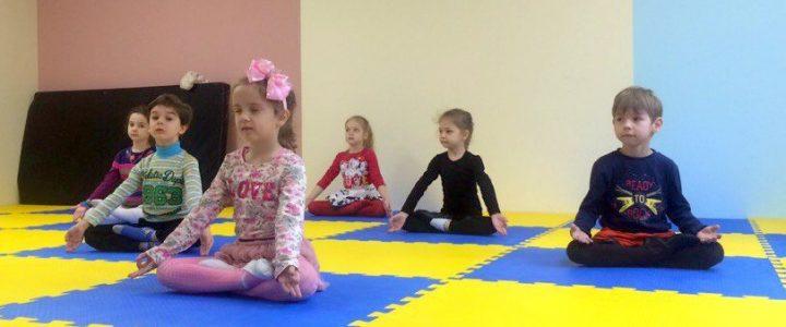 Чем полезна йога для детей?